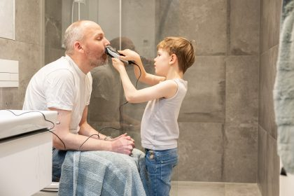 f you don't shave, I will / LockDown with child 2020 / photographer: Nils Hendrik Mueller